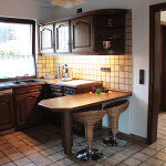Die Küche bietet genügend Platz für mehrere Personen